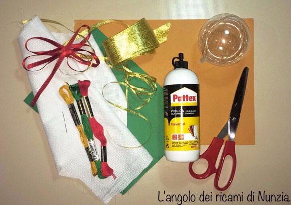 Materiale per realizzare le palline di Natale ©