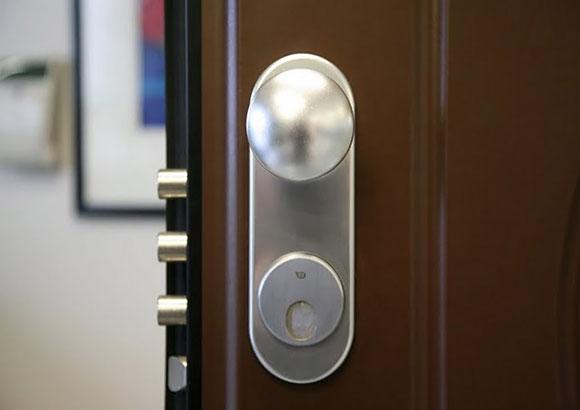 Defender magnetico per la porta blindata guida per casa - Costo serratura porta ...