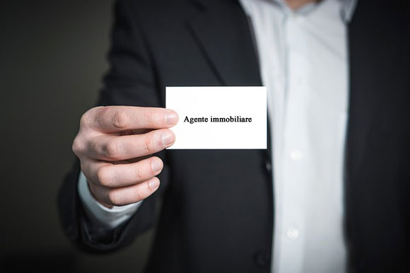 Agente immobiliare (photo credit pixabay.com)