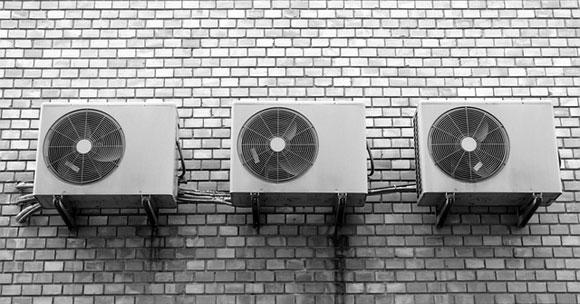 Condizionatore rumoroso (photo credit pixabay.com)