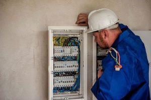 Bonus impianti elettrici in condominio (Foto di Michal Jarmoluk da Pixabay)